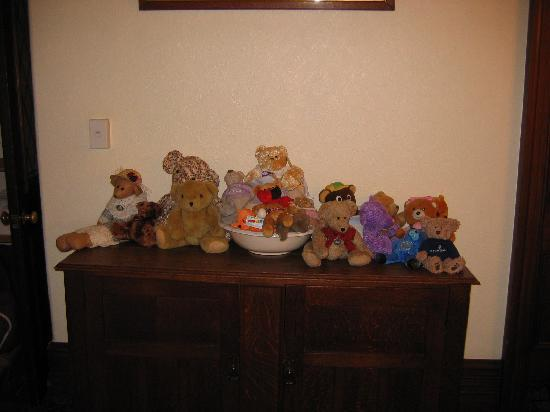 Eliza's Manor Boutique Hotel: The Teddy Bear Collection