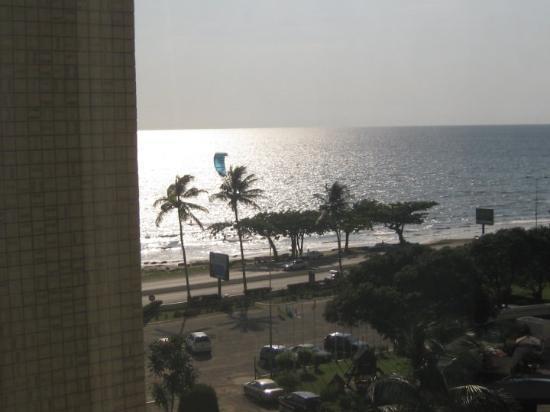 Libreville, Gabon: vue de l'hotel ex intercontinental fin de journée