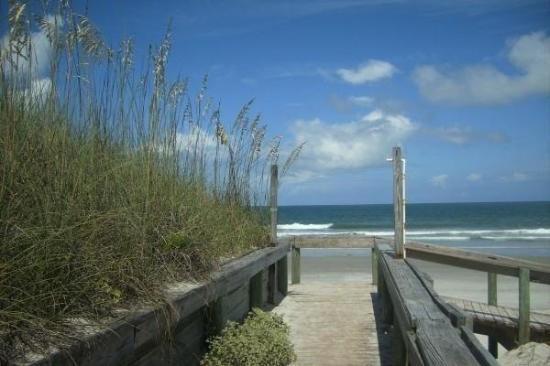 Jacksonville Beach, FL: sittin' on the dock of the bay, watchin' the tides roll away....  sittin' here restin' my bon