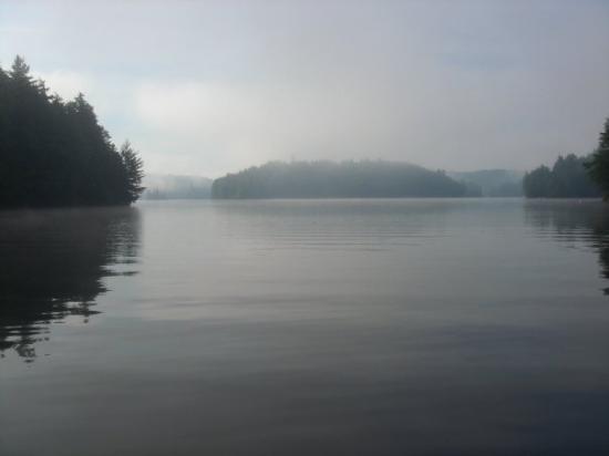 Algonquin Provincial Park, Canada: Misty haze on Cache Lake