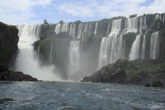 Cataratas del Iguazú: We end up going under where all that mist is!!