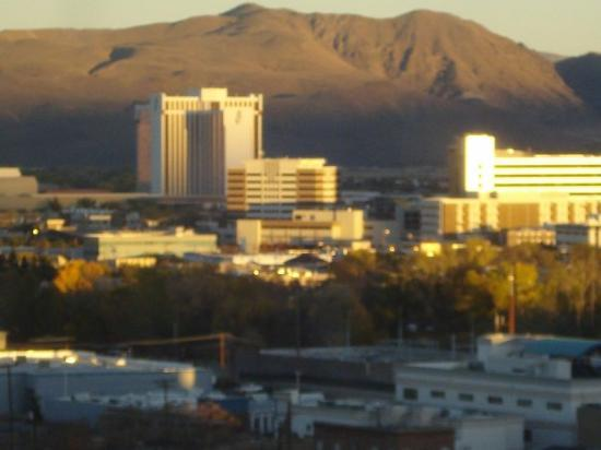 Ahh the Reno skyline :)