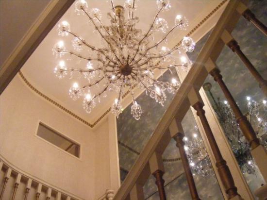Memphis, TN: IT WAS UNBELIEVEABLE The Chanderleer that hangs in the hallway!!