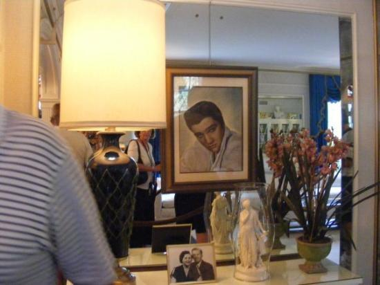 Memphis, TN: A Picture Of Elvis hanging in the Livingroom!