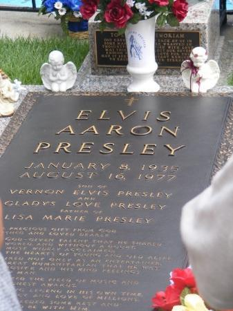 Memphis, TN: AND THE FAMOUS KING OF ROCK N ROLL ELVIS ARON PRESLEY THEY SPELLED HIS MIDDLE NAME WRONG ON TH