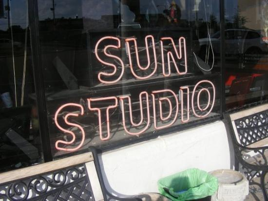 Memphis, TN: SUN STUDIO ... SAM PHILLIPS OWNED IT AND HE WAS THE ONE WHO DISCOVERD ELVIS!!