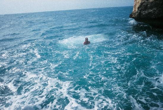 Negril Escape Resort & Spa: Swimming in the Sea at the resort