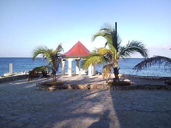 Negril Escape Resort & Spa: resort grounds