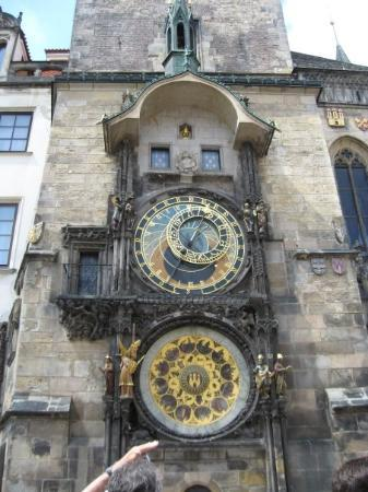 Gamlebyens rådhus med det astronomiske uret: Our first day in Prague!!!