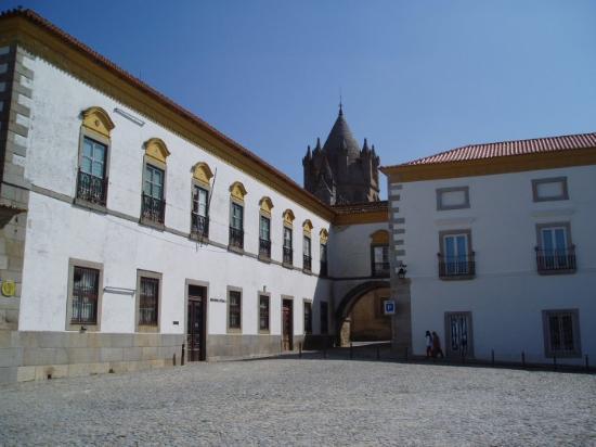 Έβορα, Πορτογαλία: Praça alentejana. Évora 2010.