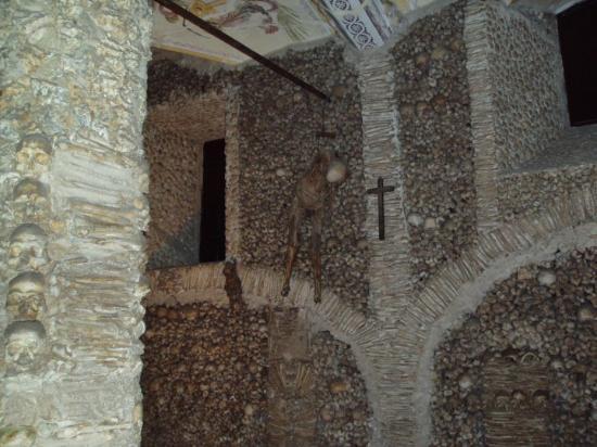 Evora, Portugal: La Capela dos Ossos de Évora.
