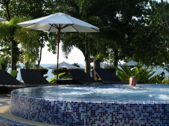 Gajapuri Resort & Spa: Sam learns to love the jacquzzi
