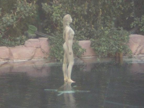 Encore At Wynn  Las Vegas: Statue