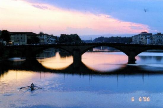 Ponte Vecchio: One of the many beautiful Tuscan sunsets