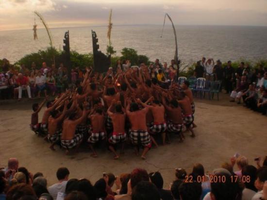 Uluwatu Tempel: kecaK aT uLuwtu