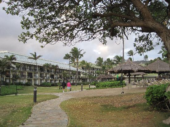 Kauai Beach Resort: Hotel from the beach