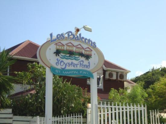 Philipsburg, Saint-Martin / Sint Maarten: Outside the Oyster Pond, St. Maarten