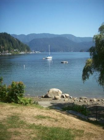 Deep Cove, Canada: Aaah!! Where I grew up...still looks the same!!!