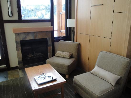 Sunshine Mountain Lodge: murphy bed / sitting area ?