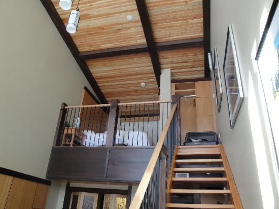 Sunshine Mountain Lodge: high ceilings