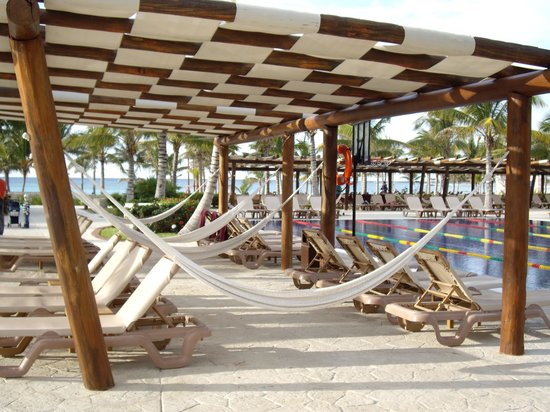 """Barcelo Maya Beach: notre spot""""""""""""en avant des jeux d'eau"""