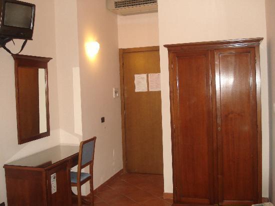 Hotel Balcony: La chambre 2