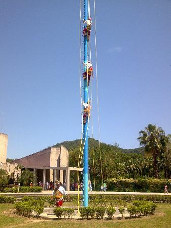 Los Voladores of Papantla: Mexico, Veracruz. Voladores de Papantla  en el Tajin 2