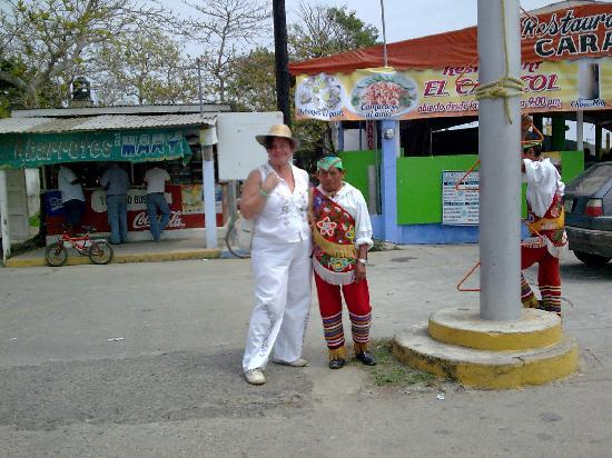 Los Voladores of Papantla: Mexico, Veracruz. Voladores de Papantla en Tecolutla