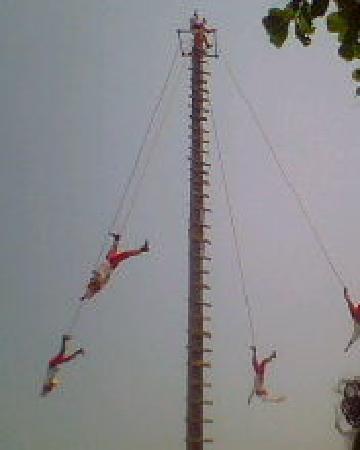Los Voladores of Papantla: Mexico, Veracruz. Voladores de Papantla en Tlacotalpan 2