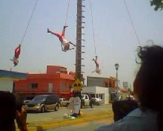 Los Voladores of Papantla: Mexico, Veracruz. Voladores de Papantla en Tlacotalpan 3