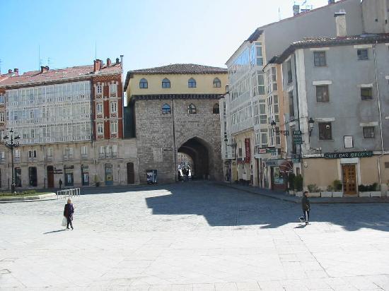 Burgos, Spania: Plaza y Arco de Santa María