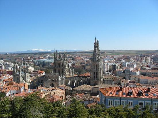 Burgos, Spania: La Catedral desde el Mirador del Castillo