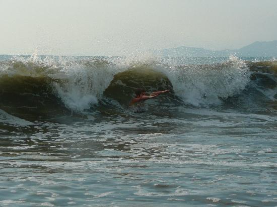 Club Med Ixtapa Pacific: Body surfing: one of the bigger waves