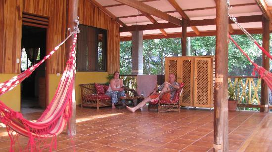 Casa Zen Guest House & Yoga Center: The second floor porch