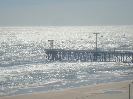 Hilton Daytona Beach Oceanfront Resort: Water views from the distance