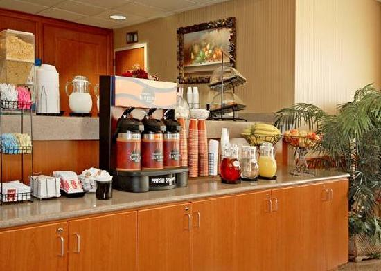 The Comfort Inn & Suites Anaheim, Disneyland Resort: BREAKFAST BEVERAGES