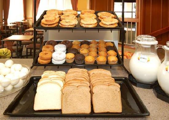 The Comfort Inn & Suites Anaheim, Disneyland Resort: BREAKFAST ITEMS