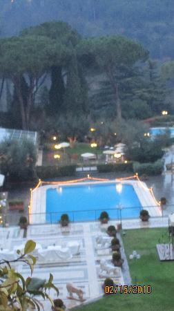 Rome Cavalieri, A Waldorf Astoria Resort: View of Pool