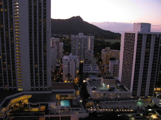 Alohilani Resort Waikiki Beach: View of Diamond Head from our room