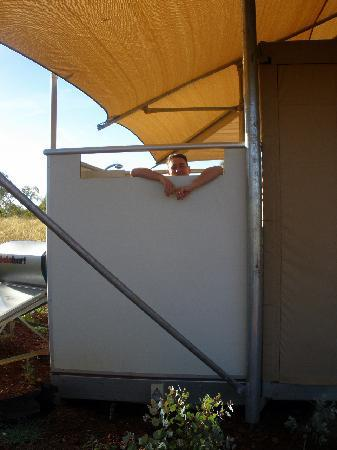 Karijini Eco Retreat: Showering outside is actually less scary than you think - but mind the FROGS!
