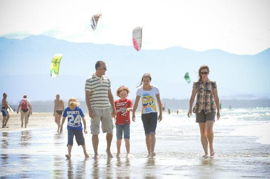 Family and Kitesurfers, Tahunanui Beach, Nelson NZ