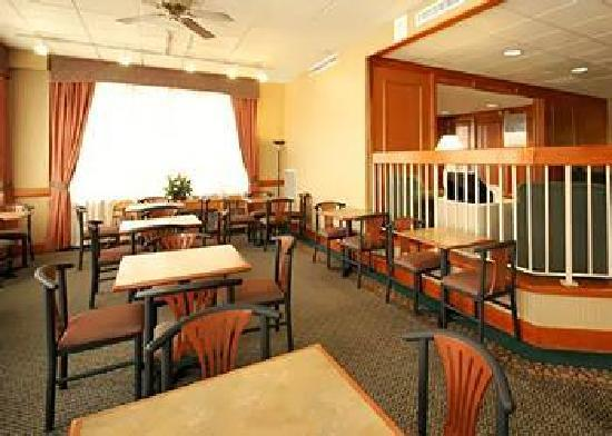 The Comfort Inn & Suites Anaheim, Disneyland Resort: BREAKFAST AREA