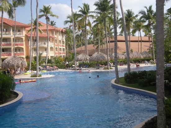 Majestic Elegance Punta Cana: Pool is so big that you think you're alone in it