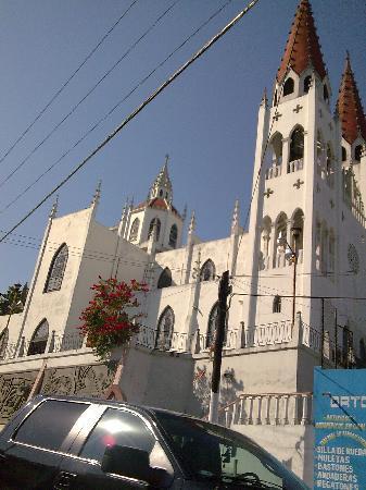 Veracruz, Mexico. Catedral de Papantla con estilo ¿vasco? ¿árabe?
