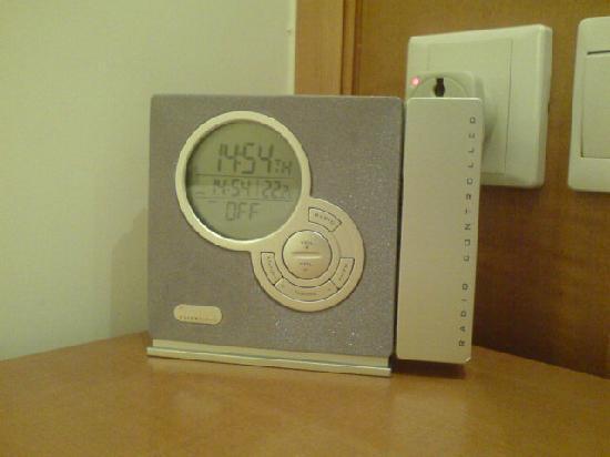 Lanson Place Hotel: multipurpose clock + radio