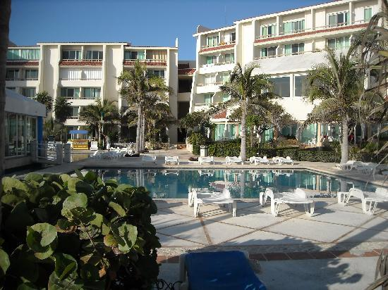 Solymar Cancun Beach Resort: Photo of the pool area.