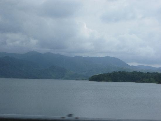 Arenal Hanging Bridges: Lake Arenal on the way to the bridges