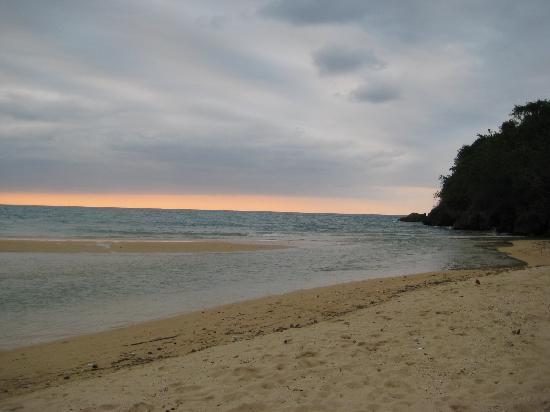 Couples Sans Souci: sun set beach