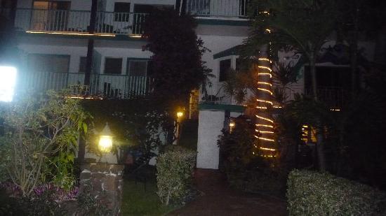 Garden Island Inn Hotel: Night tranquility