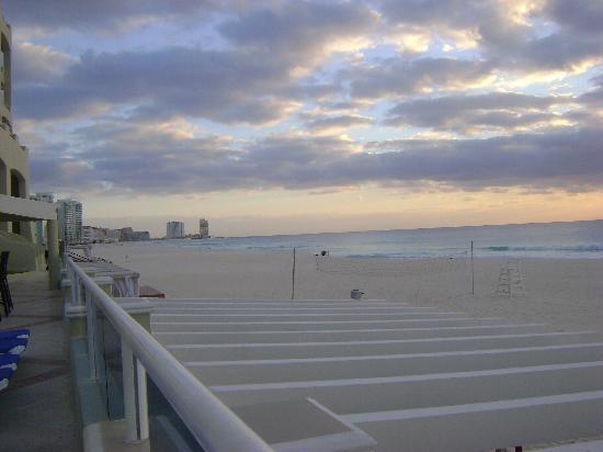 Panama Jack Resorts Cancun: looking down the coast line
